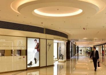 RETHINKING-LUXURY-GOODS-IN-RETAI